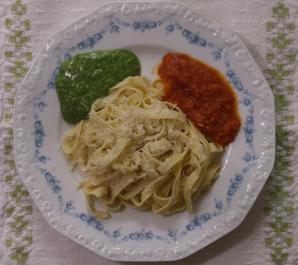 Tagliatelle med grönt och rött